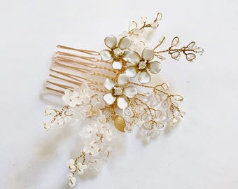 Saraswati - Bridal Hair Comb, White flowers and Gold hair comb