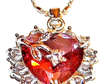 Ladies heart shaped pendant with necklace.