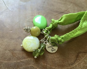 Green Luxury: an one of a kind silk wrapbracelet of necklace with semi preciousstones. green, lime, white. Peridot, howlite, jasper