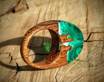 Size 7 Wood Resin Ring - Green