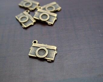 Set of 5 camera charms bronze