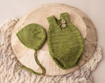 Newborn romper and bonnet