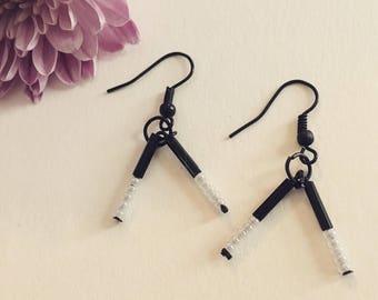 Small V-shaped dangle earrings