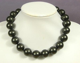 Necklace Dark Gray South Sea Shell 20mm Round Beads NSSR5402