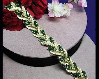 Trifari Vintage bracelet green marquise rhinestone. Signed TRIFARI