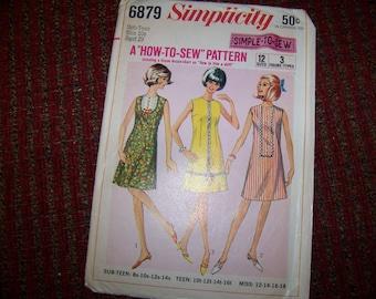 SIMPLICITY 6879 uncut size 10s pattern