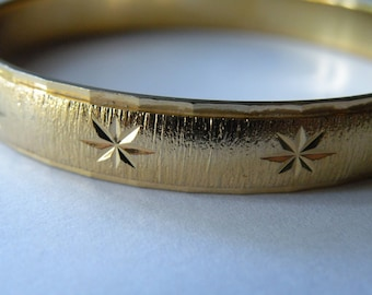 Monet gold plated metal etched star bangle bracelet. Size Small