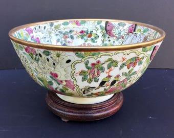 Chinese Porcelain Mandarin Rose Medallion Bowl19th Century.