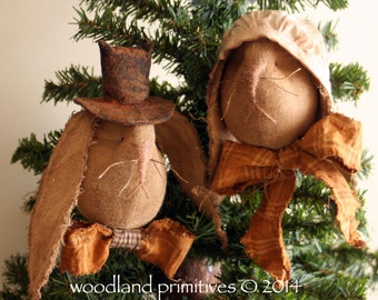 Prim pair of Easter ornaments...Mr. & Mrs. O'Hare Ornaments e-pattern