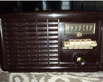 Antique Wards Airlines tube radio model 15br-1536b works