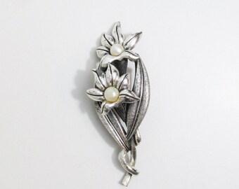 Vintage Brooch: Tortolani Flowers with Pearls