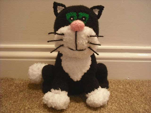 Jess the cat knitted toy from postman pat made from an alan zoom dt1010fo