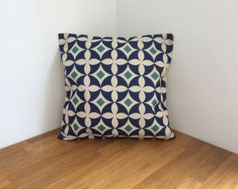 Retro Style Circle Cushion