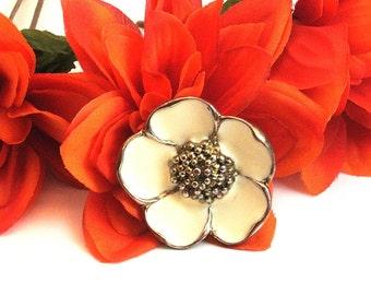 Flower Ring, Off White Flower Ring, Vintage Off White Ring,  Size 8 Flower Ring, Off White Enamel Ring, Gift For Her