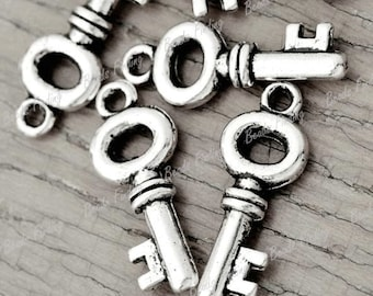 10 Silver Antique Skeleton Key Charms 21mm