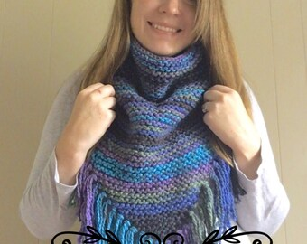 PATTERN: Knit Triangle Cowl. Scarf- fringe - quick knit - gift.