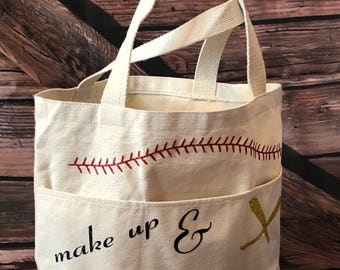 Small totebag petfect for those days at the ball park, decoration change available upon request.