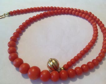 Blood coral necklace with gold clasp with ascending beads