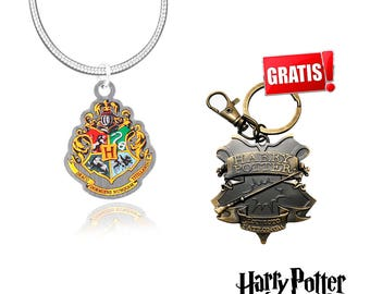 Hogwarts necklace + Keychain from Harry Potter