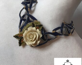 Weaving beads necklace