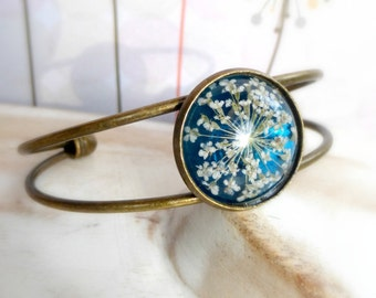 Pressed real flowers blue resin bangle gift  Real flowers botanical bracelet for her  Adjustable bangle bracelet  Queen annes lace jewelry