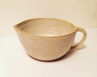 Stoneware Pottery Batter Bowl with pouring lip 2 quart capacity signed Mixing Bowl with spout Vintage Kitchenware Housewares (STD1)