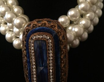 Pearl Necklace with Brooch