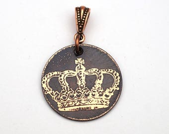 Queen pendant, small round flat antiqued metal crown jewelry, 25mm
