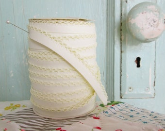 Buttercream Crochet Edge Double Fold Bias Tape (No. 45)