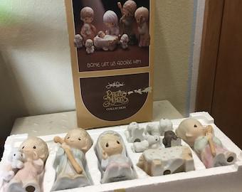 Precious Moments 9 Piece Nativity Set Come Let Us Adore Him (1979) E-2800 & Box