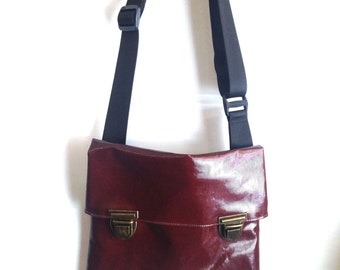 Messenger Vegan Bag Bordeaux Color- Bike Bag, Cross the body bag, Travelling bag. Medium Size