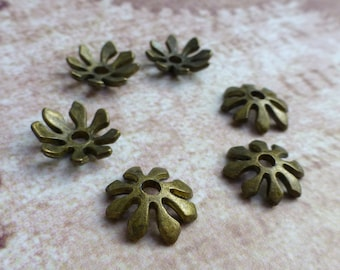 free uk postage Antique Bronze 8 petal Bead Cap - 50 pcs