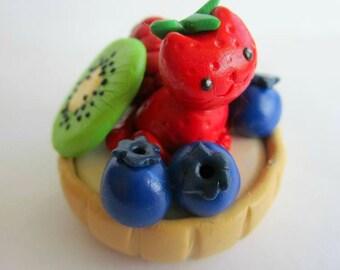 Polymer Clay Cat Fruit Tart Sculpture // Strawberry Cat Tart Sculpture // Cute Dessert Kitty Figurine