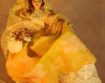 Beauty walking in the street/Guapa paseando por la calle : ooak porcelain Spanish doll