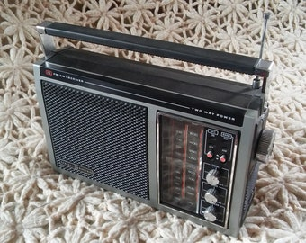 """Vintage General Electric AM/FM ac/dc portable radio 7-2875A GE """"The Performer"""""""