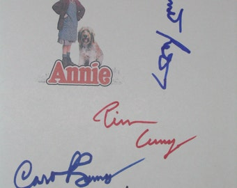 Annie Signed Film Movie Script Screenplay X4 Autographs Carol Burnett Tim Curry Albert Finney Bernadette Peters signatures classic film