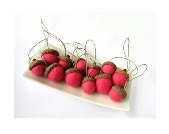Hanging felted wool acorns with linen cord / string.  Mix of 12 bright pink acorns. Acorn ornaments, natural ornaments, christmas decoration