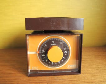 Lovely Pyrex Chocolate Brown and Orange Scale / 70s / 60s / Retro
