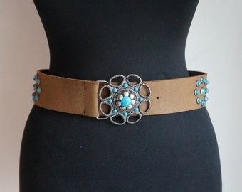 Boho beige thick suede belt, small faux turquoise and antique silver studs and flower buckle, small size, vintage accessories