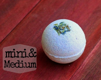 Lavender Mint Bath Bomb Lavender Peppermint Bridal Shower Gift Party Favor Gift for Mom Mother's Day Dried Lavender Bath Fizzy Spa Gift Bath