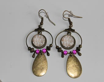 crochet pattern Teardrop 12 mm cabochon earrings with charm and pink beads beige
