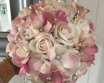 Gorgeous vintage wedding flowers. Brides, Bridesmaids, Flowergirls etc