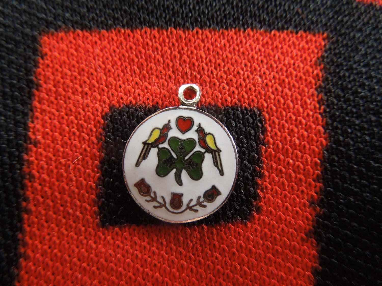 Vintage enamel pennsylvania dutch hex sign charm shamrock good zoom biocorpaavc Images