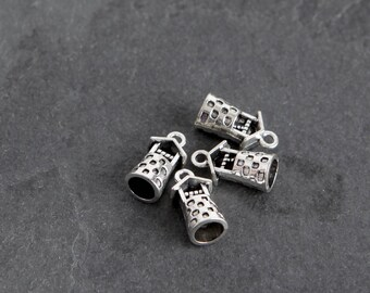18 Wishing Well Charms in Antique Silver, Jewelry Charm Destash