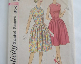 Simplicity Pattern 3838, Junior and Misses' Dress, Size 12, Bust 32, Uncut