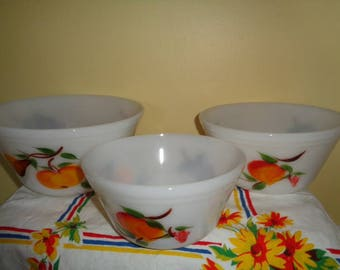 Near Mint Federal Glass Wonderful 3 Nesting bowls with 3 different fruits on each