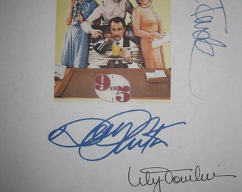 Nine to Five Signed Film Movie Screenplay Script 9 to 5 X4 Autograph Dolly Parton Jane Fonda Lily Tomlin Dabney Coleman signature classic