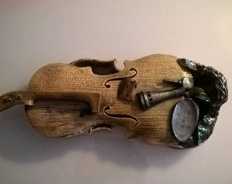 Artistic violin sculpture with mixed materials made in Italy
