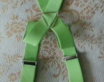 Adjustable green elastic straps and clips wooden fancy for baby/toddler