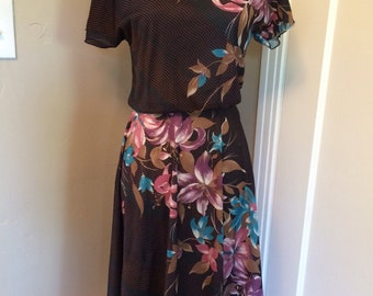 Adorable vintage women's 1970's/80's sheer floral boho dress. Size S/M